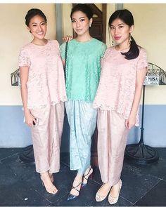 Pastel lace and songket Kebaya Lace, Kebaya Hijab, Kebaya Brokat, Kebaya Dress, Batik Kebaya, Batik Dress, Batik Fashion, Ethnic Fashion, Hijab Fashion