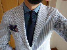 イタリアのクラシックなファッションが好きな方で、ジャケットを使ったスタイリングが嫌いという方はまずいないと思います。それくらいイタリアファッション好きな人にとってジャケットはなくてはならないアイテムです。ただ手持ちのジャ Seersucker Blazer, Cool Suits, Suit Jacket, Mens Fashion, Denim, Men's Style, Bespoke, How To Wear, Jackets