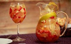 Já conhece o Cleriquot? Uma bebida feita de a base de vinho branco ou espumentante, além de ser super refrescante. Acesse nosso blog e veja a receita.