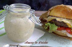 SAUCE BURGER MAISON (oignons frits, mayonnaise, ketchup, moutarde, ciboulette, persil, cornichons râpés)