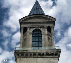 وإذا الشدائدُ أقبلتْ بجنودِهَا والدهرُ من بَعد المسرّةِ أوجعَكْ ارفعْ يديكَ إلى السماءِ ففوقهَا ربٌّ إذا نـاديـتَـهُ مَـا ضيعك   يا ربّ 🌷 The witness / الشاهِد  ©Rose photography 🎀 #tour #tourism #tourist #tower #topkapi #topkapipalace #travel #architecturephoto #architecture #old #istanbul #turkey #adalettower #شعر #أشعار_دينية #يا_رب #أبنية #برج #sky #clouds #سماء #غيوم #تفاؤل #أمل