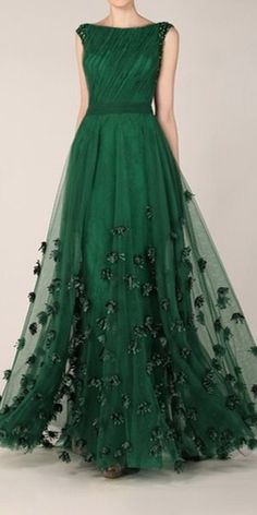 Green isn't a particularly favourite colour mine...however looking at this dress completely changes my opinion!
