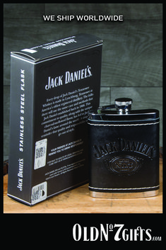 6 oz Officially licensed Jack Daniels Black Leather Flask.    FREE SHIPPING on all US orders over $50! Scotch Whiskey, Irish Whiskey, Bourbon Whiskey, Jack Daniels Black, Jack Daniels Whiskey, Crown Royal Drinks, Jack Daniel's Tennessee Whiskey, Whiskey Girl, Bourbon Drinks