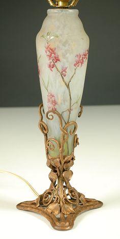 DAUM CAMEO GLASS TABLE LAMP