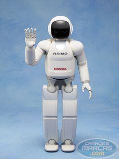 O novo ASIMO pode continuar se movendo sem ser controlado por um operador, e tem melhorado significativamente a inteligência ea capacidade física para se adaptar às situações.