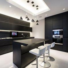 Conceitual e moderno! Trabalhar com cores básicas como o preto e o branco, deixa o ambiente com aspectos futuristas. #dicaversato