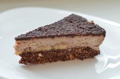 Uvažujete zda udělat dort na oslavu doma? Neváhejte, tenhle RAW dort je chuťově výborný a lákající pohledem k ochutnání… Náš malý s ním oslavil své druhé narozeniny a do druhého dne z něj nez… Vegan Recepies, Ham, Cocoa, Desserts, Tailgate Desserts, Deserts, Hams, Postres, Theobroma Cacao