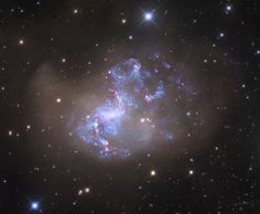 NGC 1313: a chaotic galay that lurks 15 million light-years from Earth in the Reticulum constellation.