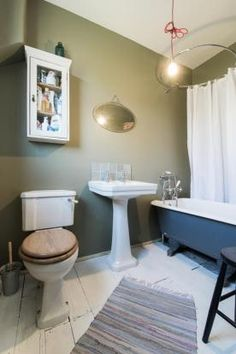 bathroom 8'5 x 4'2