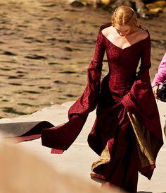 Cersei Lannister // Lena Headey - dress: love color, neckline, and sleeves, designer Michele Clapton