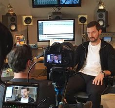 Interview during readingsession David Copperfield for Audible (#AskArmitage), tweeted 25-9-2015