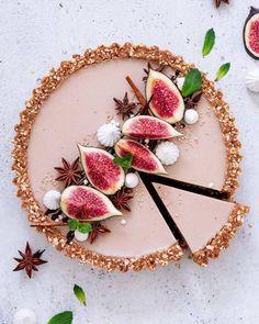 Masala chai latte tart ☕️🍂(Plant-based, dairy-free, refined sugar-free, vegan)Hope you guys enjoy this autumn recipe as much as I do! Dessert Recipes, Cinnamon Desserts, Plated Desserts, Bolo Glamour, Impressive Desserts, Modern Food, Masala Chai, Fruit Tart, Fancy Desserts