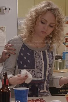 Carrie's grey and blue mixed paisley print sweatshirt on The Carrie Diaries.  Outfit Details: http://wornontv.net/24745/ #TheCarrieDiaries