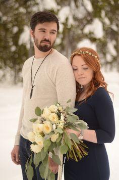 Snow Engagement | Bend, Oregon By: MacKenzie Brown Photography Floral Design: Forrette Fleurs  Bouquet: White Garden Roses & Eucalyptus