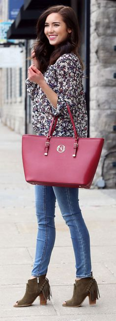 Spring outfit: How to style affordable light-wash skinny jeans with a floral blouse. WOW factor: big bright red tote!