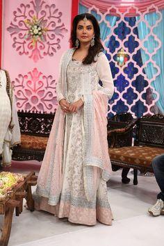 Good Morning Pakistan Host Gorgeous dress