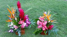 Tropical and elegant. Florals  @artflowercr #woodenboxbase #tropicalelegance #exoticcenterpieces #exoticflorals