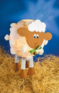 Faithful eyes and fluffy fur: This sheep lantern has done us good. Balloon Lanterns, Balloons, Air Balloon, Wrapping Paper Holder, Diy For Kids, Crafts For Kids, Kids Toy Boxes, Crochet Amigurumi, Black Kids