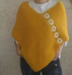 Poncho amarillo mostaza, poncho de punto a mano con flores de Margarita, poncho de lana Always aspired to figure out how to knit, although undecided where to begin? This Definite Beginner Knitting Collection . Knitted Cape, Knitted Poncho, Diy Crafts Crochet, Yarn Sizes, Learn How To Knit, Acrylic Wool, Knitting For Beginners, Mustard Yellow, Crochet Top