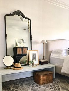 Eclectic bedroom design by Alison Giese Interiors Home Interior, Interior Design, Luxury Interior, Contemporary Interior, Antique Interior, Contemporary Kitchens, Gray Interior, Antique Decor, Deco Design