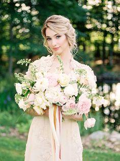 Romantic Blush and Champagne Wedding Inspiration #wedding #weddingideas #engaged #bride #weddingdress #bouquet #rusticwedding