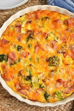Slimming Eats Syn Free Crustless Ham and Broccoli Quiche - gluten free, Slimming World and Weight Watchers friendly astuce recette minceur girl world world recipes world snacks Slimming World Quiche, Slimming World Free, Slimming World Dinners, Slimming World Recipes Syn Free, Slimming Eats, Aldi Slimming World Syns, Slimming World Lunch Ideas, Slimming World Chicken Recipes, Slimming World Breakfast