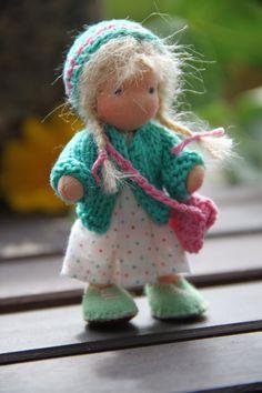 "Reserved listing voor Saar: blond poppenhuis popje  waldorf style around 4,5 """