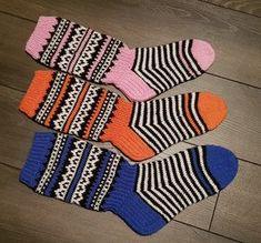 JonSukat kuva 2 Diy And Crafts, Arts And Crafts, Knitting Socks, Knit Socks, Knitting Projects, Mittens, Knit Crochet, Gloves, Wool
