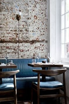 LEATHER BANQUETTE AT THE MUSKET ROOM BY ALEXANDER WATERWORTH INTERIORS