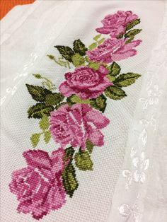 Msmmdmdmd Cross Stitch Rose, Cross Stitch Flowers, Fall Hats For Women, Hobbies And Crafts, Diy And Crafts, Embroidery Stitches, Hand Embroidery, Crochet Bedspread, Christmas Cross