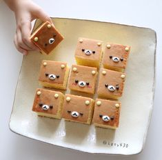 These little finger cakes are just so cute! What a fun, easy party idea! Japanese Sweets, Japanese Food, Dessert Kawaii, Cute Baking, Unicorn Foods, Rainbow Food, Cute Desserts, Cafe Food, Aesthetic Food
