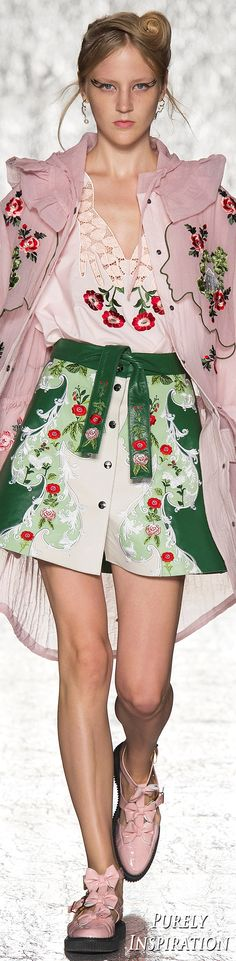 Vivetta Spring/Summer 2017 Ready-to-Wear Floral Fashion, Pink Fashion, Fashion 2017, Couture Fashion, Runway Fashion, Fashion Show, Fashion Looks, Womens Fashion, Fashion Trends