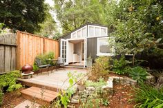 Welcome to your cottage in the heart of Oakland! - Get $25 credit with Airbnb if you sign up with this link http://www.airbnb.com/c/groberts22