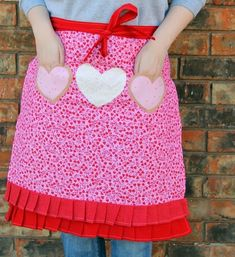 Lovey Dovey Free Apron Pattern - This free apron pattern is the perfect sewn apron DIY for February.