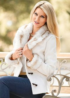 Shop women's Shearling Faux Trim Coat in Cream from VENUS clothing online or Discover jackets & coats in trendy styles at great prices today. Latest Fashion For Women, Trendy Fashion, Womens Fashion, Simple Outfits, Chic Outfits, Pretty Outfits, Winter Outfits, Venus Clothing, Chic Clothing