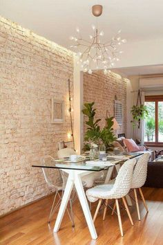 Considering how to plan the perfect Dining Room? All the Dining Room ideas that you may need for your interior design project are on this board. Get a look and let you be inspired! Dining Room Walls, Living Room Decor, Room Chairs, Dining Area, Dining Table, Mismatched Dining Chairs, Sweet Home, Dinner Room, Home Interior Design