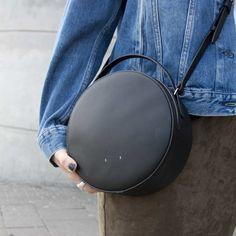PB 0110 www. Saddle Bags, Fashion, Moda, Sling Bags, Fashion Styles, Fashion Illustrations