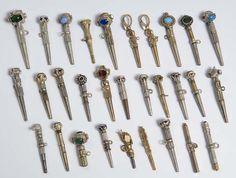 Uhrenschlüssel-Sammlung. 30 Stück, Gelbgold, Doublé, Silber und Messing, verschiedener Steinbesatz, Länge: 3.5-6.5 cm Messing, Clocks, Keys, Gold, Hair Accessories, Pocket, Watches, Pocket Watch, Pockets