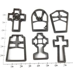Set of six gravestone shaped cookie cutters! Great for adding a spooky accent to any Halloween party. - Handmade - 3D Printed with ABS - Dishwasher safe Plastic cookie cutter ideal for cookie-cutter-c