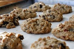 These Oatmeal Raisin Brown Sugar Cookies were originally inspired from a recipe by Ree Drummond of Pioneer Woman fame. Her Brown Sugar Oatmeal cookies are slightly thin and crisp and are absolutely DELICIOUS. Brown Sugar Oatmeal, Brown Sugar Cookies, Sugar Cookies Recipe, Yummy Cookies, Baby Cookies, Fruit Recipes, Baking Recipes, Cookie Recipes, Dessert Recipes
