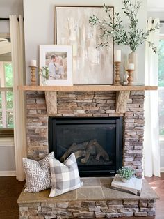 Fireplace Hearth Decor, Stone Fireplace Mantles, Home Fireplace, Fireplace Design, Brick Fireplaces, Bedroom Fireplace, Home Living Room, Living Room Decor, Dining Room