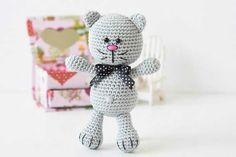 We continue to make tiny amigurumi toys. This time he is also interested in amigurumi . Gato Crochet, Bunny Crochet, Crochet Cat Toys, Crochet Amigurumi Free Patterns, Crochet Animals, Amigurumi Tutorial, Tutorial Crochet, Free Crochet, Cat Construction