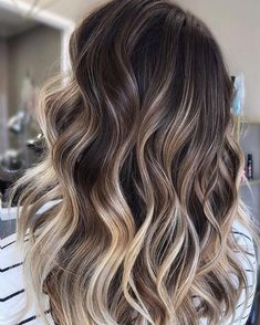 Fabulous Hair Color Ideas for Medium, Long Hair - Ombre, Balayage Hairstyles Fabulous Haarfarbe Ideen für mittlere, lange Haare – Ombre, Balayage Frisuren Brown Hair Balayage, Hair Color Balayage, Balayage Hairstyle, Balayage Hair Brunette With Blonde, Balyage Hair, Reverse Balayage, Brunnete Hair Color, Brown Lob Hair, Baylage Short Hair