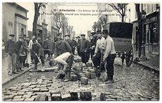 France. Paris Under the Waters, Workers aplenty, 1910 | Flickr: