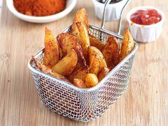Découvrez la recette Potatoes maison aux épices sur cuisineactuelle.fr.
