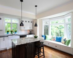 20 Charming Kitchen Spaces with Bay Windows