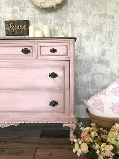 Learn the step by step for updating an outdated dresser with furniture paint - Fusion Mineral Paint lets you makeover a painted piece easily with minimal prep.