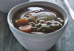 Sopa de lentejas con hinojo, zanahorias y pesto- ElleSpain