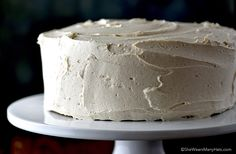 Whip up this delicious Cinnamon Honey Buttercream Frosting Recipe to use with any cake, especially Carrot Cake, Gingerbread or Sweet Potato Cakes. Dessert Cake Recipes, Frosting Recipes, Cream Cheese Buttercream Frosting, Cinnamon Honey Butter, Pumpkin Scones, No Bake Treats, How Sweet Eats, Yummy Cakes, Cupcake Cakes