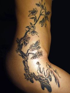 Phoenix tatouage tres feminin et stylise sur la hanche tatoo pinterest phoenix - Tatouage femme hanche ...